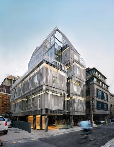 <p>Its features modular apartments of the minimum legal size--120 square feet--and is designed as an artists' community.</p>