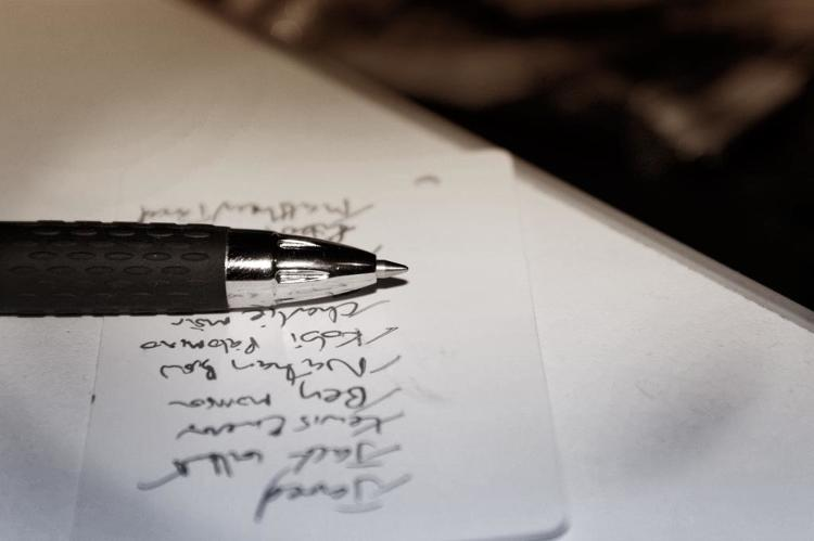 <p>The last thing Chenault does before leaving his office at night is to write down the top three <a href=&quot;http://www.quora.com/Personal-Productivity/How-do-the-most-successful-people-spend-the-first-hour-of-their-day&quot; target=&quot;_blank&quot;>things he wants to accomplish tomorrow</a>. Then he'll use that list to start his next day.</p>