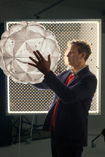 <p>British designer Tom Dixon launched the<a href=&quot;http://www.tomdixon.net/row/lens-pendant.html&quot; target=&quot;_blank&quot;> Lens pendant</a>, which is composed of polycarbonate lenses, in 2015.</p>