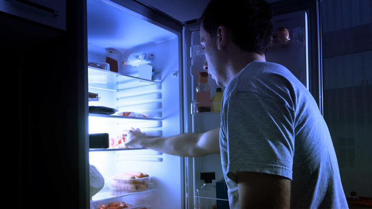 <p>Late-night snacking may hurt your mind as much as your waistline.</p>