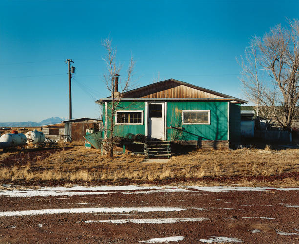 <p>1st West Street, Atomic City, Idaho, 1986. © 2016 David T. Hanson</p>