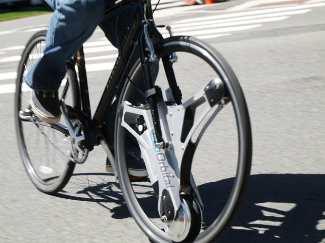 <p>In less than a minute, the GeoOrbital wheel can convert a bike to electric.</p>