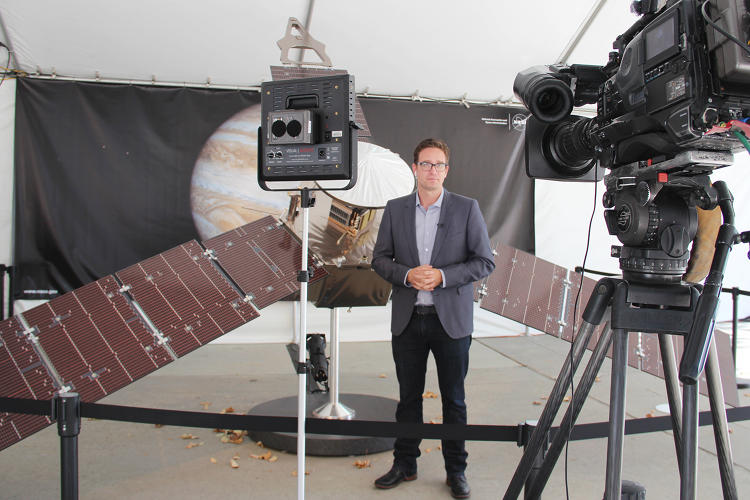 <p>Rob Hayes, of ABC7 News Los Angeles, delivers a report in front a quarter-scale model of Juno.</p>