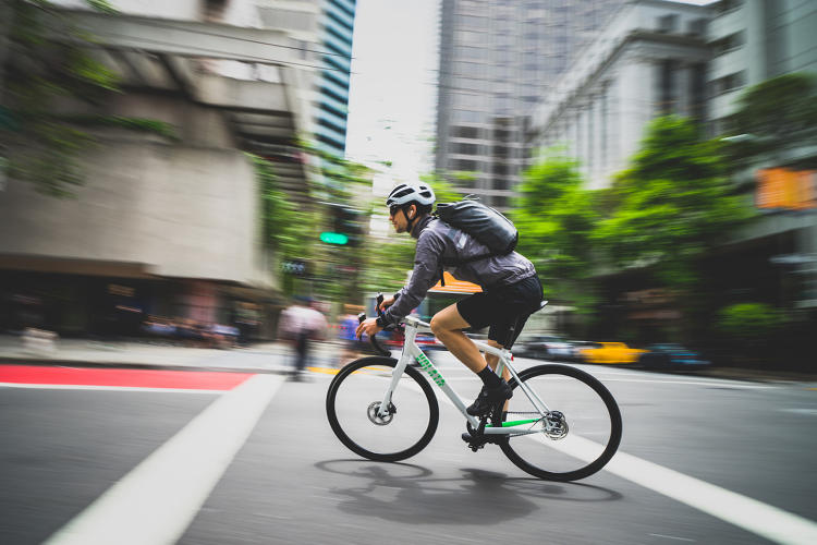 <p>If you get on a new smart bike, the smartphone in your pocket automatically connects.</p>