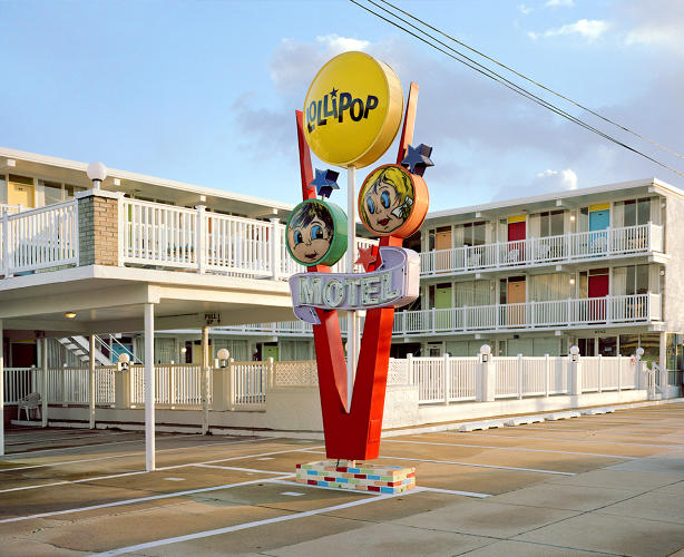 <p>The Lollipop Motel's whimsical sign provides a distinctive foreground to the building's midcentury modern architecture.</p>