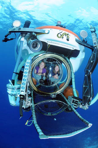 <p>Researchers in Submersible, Curacao.</p>