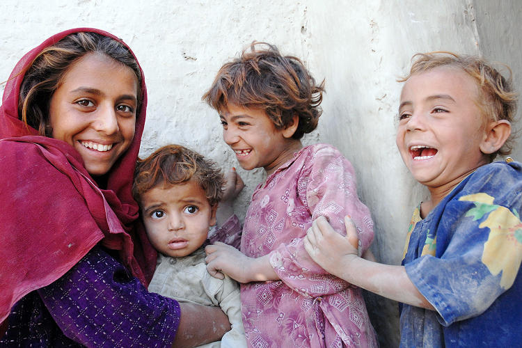 <p>Afghan children who are beneficiaries of the IRC cash aid program.</p>