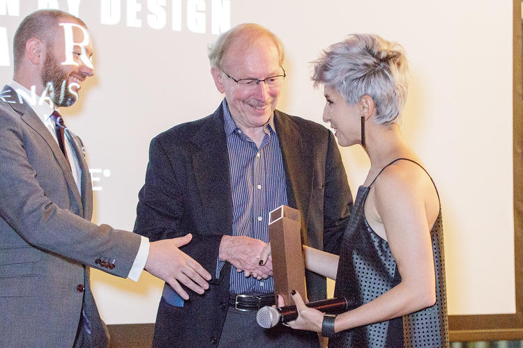 <p>Farahi accepts the Fast Company 2016 Innovation By Design Linda Tischler Award.</p>