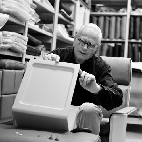 <p>Dieter Rams talks about the adjustable feet of the 621 Side Table.</p>