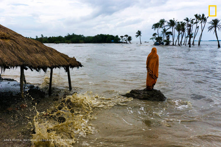 <p>Due to sea level rise, many islands in the gangetic delta region of West Bengal, India are facing fast erosion.</p>