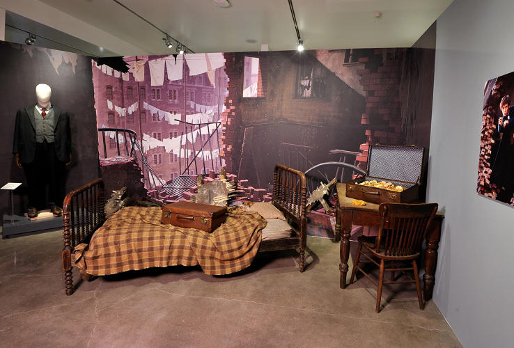 <p>Jacob Kowalski's apartment furniture, No-Maj case and costume, and Newt Scamander's magical case (<em>Fantastic Beasts</em>)</p>