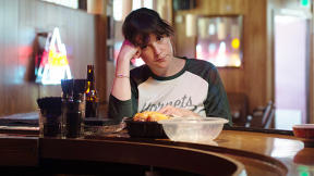 Melanie Lynskey Could Have Been Just The Wacky Sitcom Neighbor. She Chose Otherwise.
