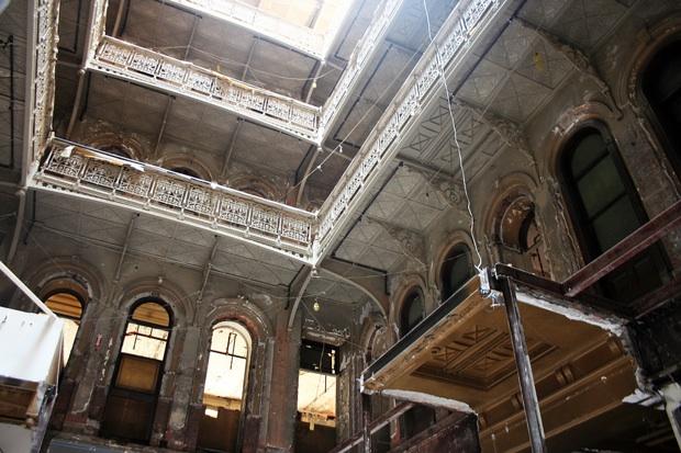 5 Beekman, NY atrium